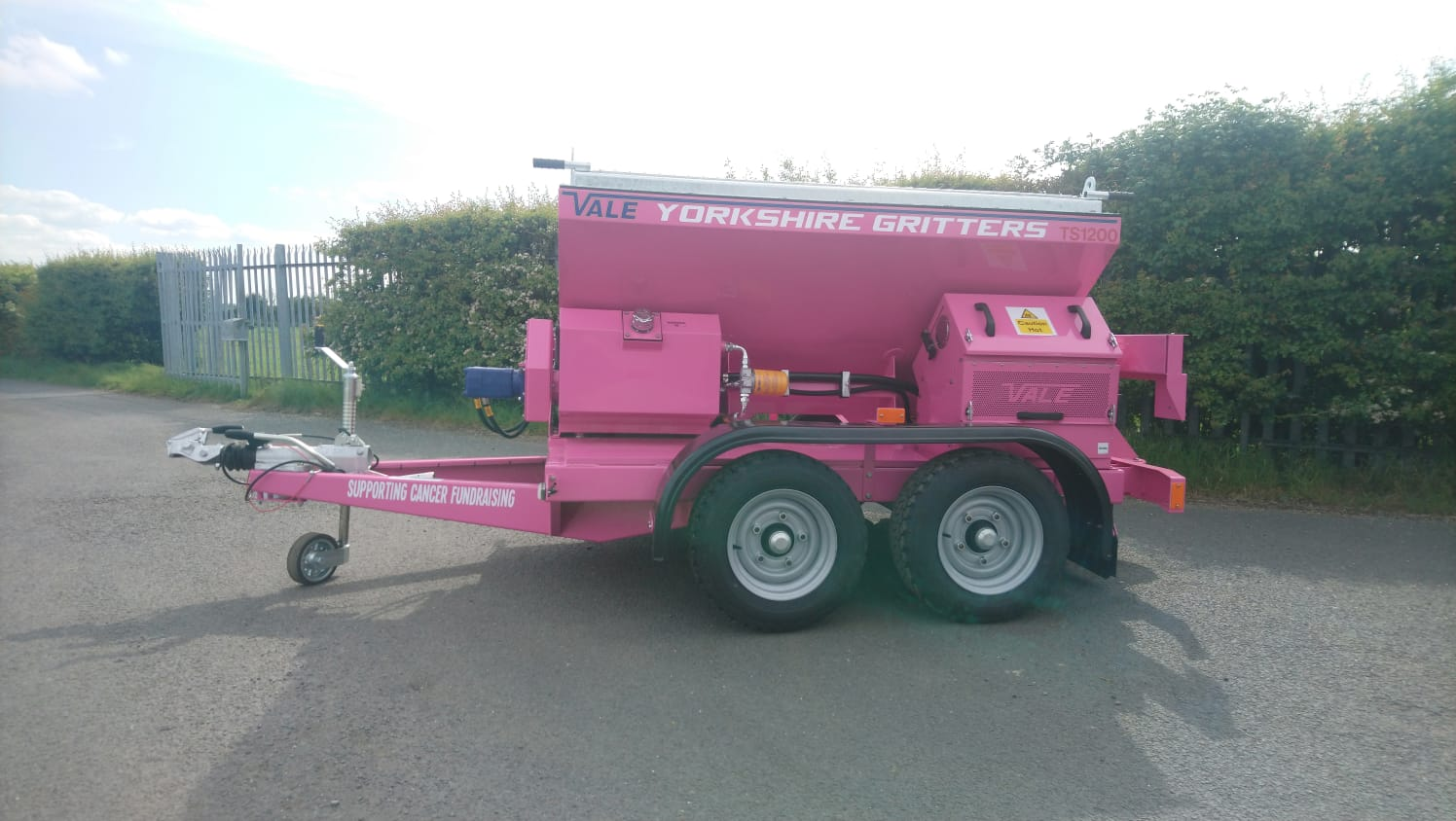 Spreading Cancer Awareness with our Pink Gritter